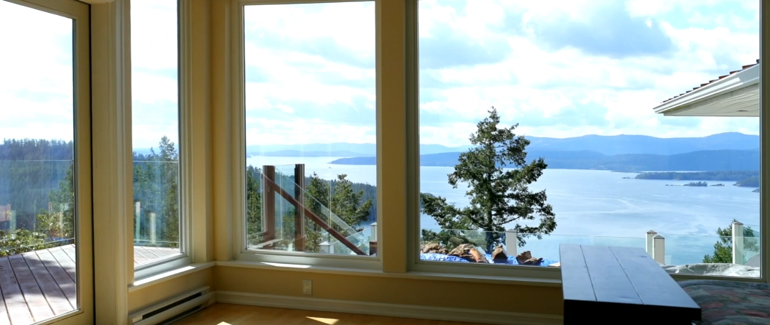 13 Interior Design Photos vs. 356 East West Rd, Mayne Island, BC Home Tour