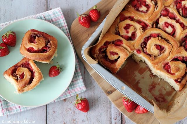 Sticky Buns mit Erdbeeren von münchnerküche