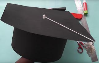 Topi Toga dari Karton