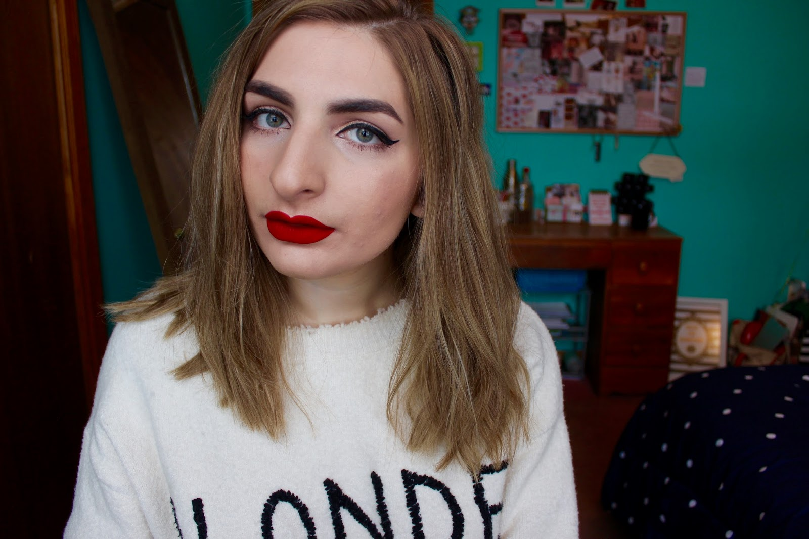 Holiday Makeup Look Gold Eyes And Red Lips Life According To