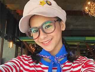 Cathy Fakandi Pakai Topi