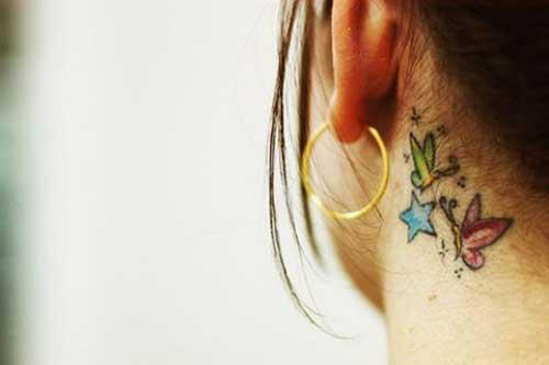 kulak arkası renkli kelebek dövmesi