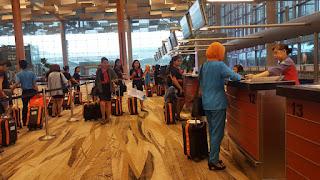 proses checin di bandara singapura