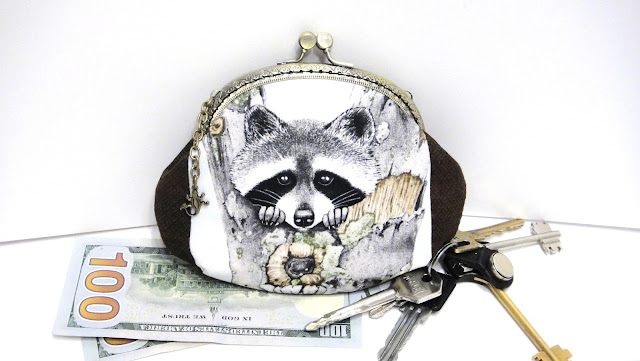 Сумочка Енот, клатч кошелек - симпатичные животные, интересные подарки коллекционеру енотов