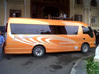 Sewa Mobil Elf di Padang
