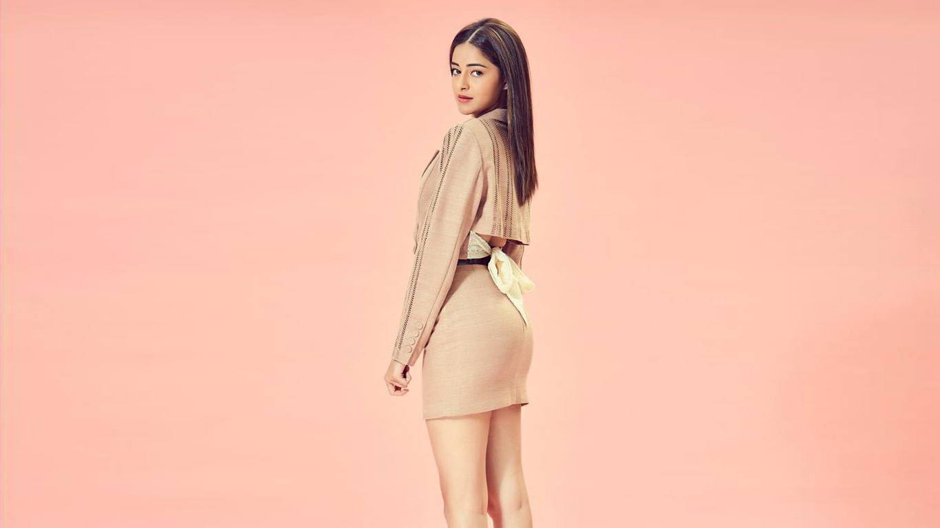 ANANYA PANDEY WIKI - BIOGRAPHY- AGE -HEIGHT -BOYFRIEND -FAMILY AND MORE
