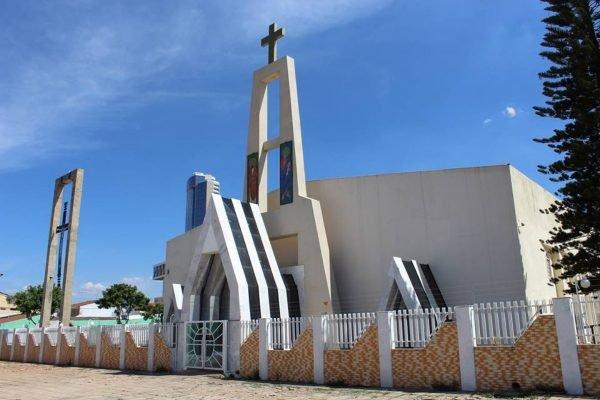 Um Latrocínio, ladrões matam homem com tiro na cabeça na porta de igreja no Setor M Norte, entre Taguatinga e Ceilândia no DF
