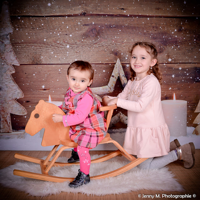 photo enfant famille séance shooting studio avec déco de noël