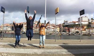 Turistas Felizes na cidade do Porto