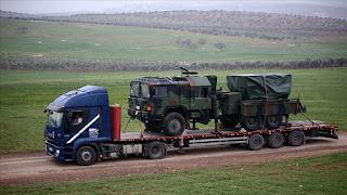 بالفيديو..تركيا ترسل قاذفات صواريخ ودبابات الى الحدود مع سوريا