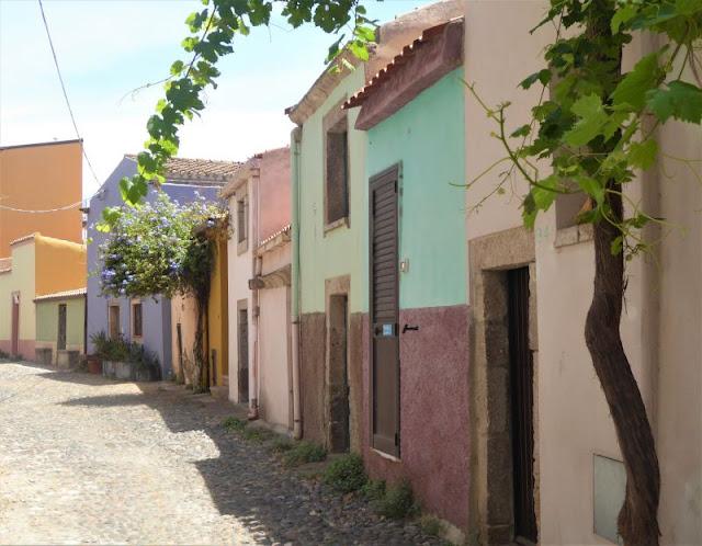 case colorate centro storico Bosa