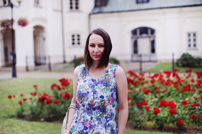 Kombinezon ups... sukienka w kwiaty :)