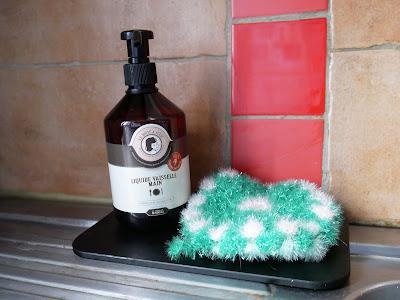 Enfin, le produit vaisselle est mon petit chouchou avec son format tout en  rondeur de 500 ml, il lave très bien la vaisselle sale ou très sale tout en  ... cf3530d8f928
