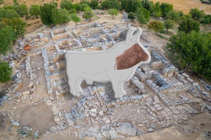 Ανασκαφή Ζωμίνθου : Εύρεση πινακίδας της Ιερογλυφικής/Γραμμικής Α Γραφής.