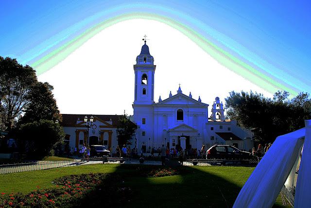 PAISAJE URBANO.La Iglesia del Pilar Iluminada desde arriba y atrás.