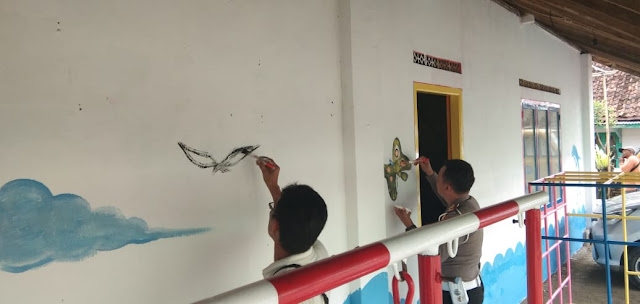 Viral Petang (19/02/2020) --Bandar Lampung, Dalam rangka menjalankan Event Nasional Program dari Korlantas POLRI tentang  Kampung Tertib Lalu Lintas, maka Kasat lantas Polresta menjalankan intruksi tersebut. Dimulai dari kampung rawa subur, rawa bengkel dan rawa sari di kelurahan Enggal.