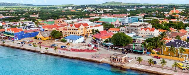 Kralendijk , capitale de Bonaire vue aérienne