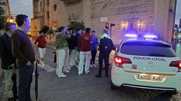 Accidentada salida de la procesión del Rosario de Jerez