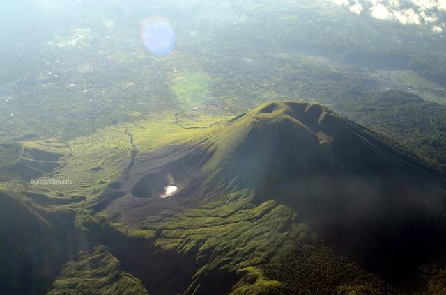 Kompleks pegunungan Lokon, Empung dan Kawah Tompaluan ©JelajahSuwanto