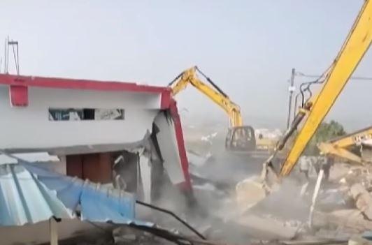 computer baba ashram collapsed