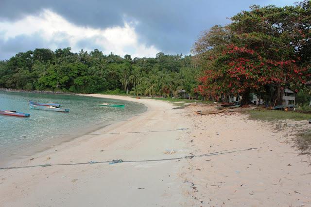 Pantai Kusik Jemaja Anambas