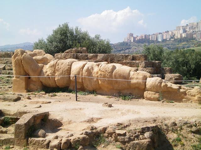 Atlante, antiguo templo de Zeus, Valle de los templos