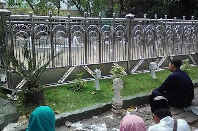 http://www.abusyuja.com/2020/06/doa-ziarah-kubur-lengkap-sesuai-sunnah.html