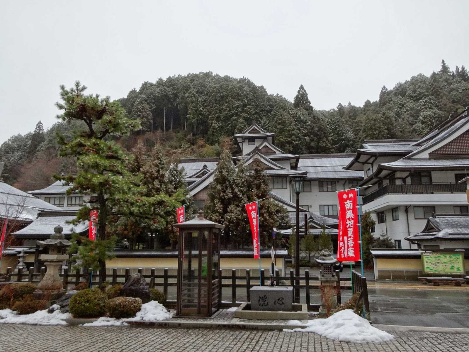 Snow in Koyasan