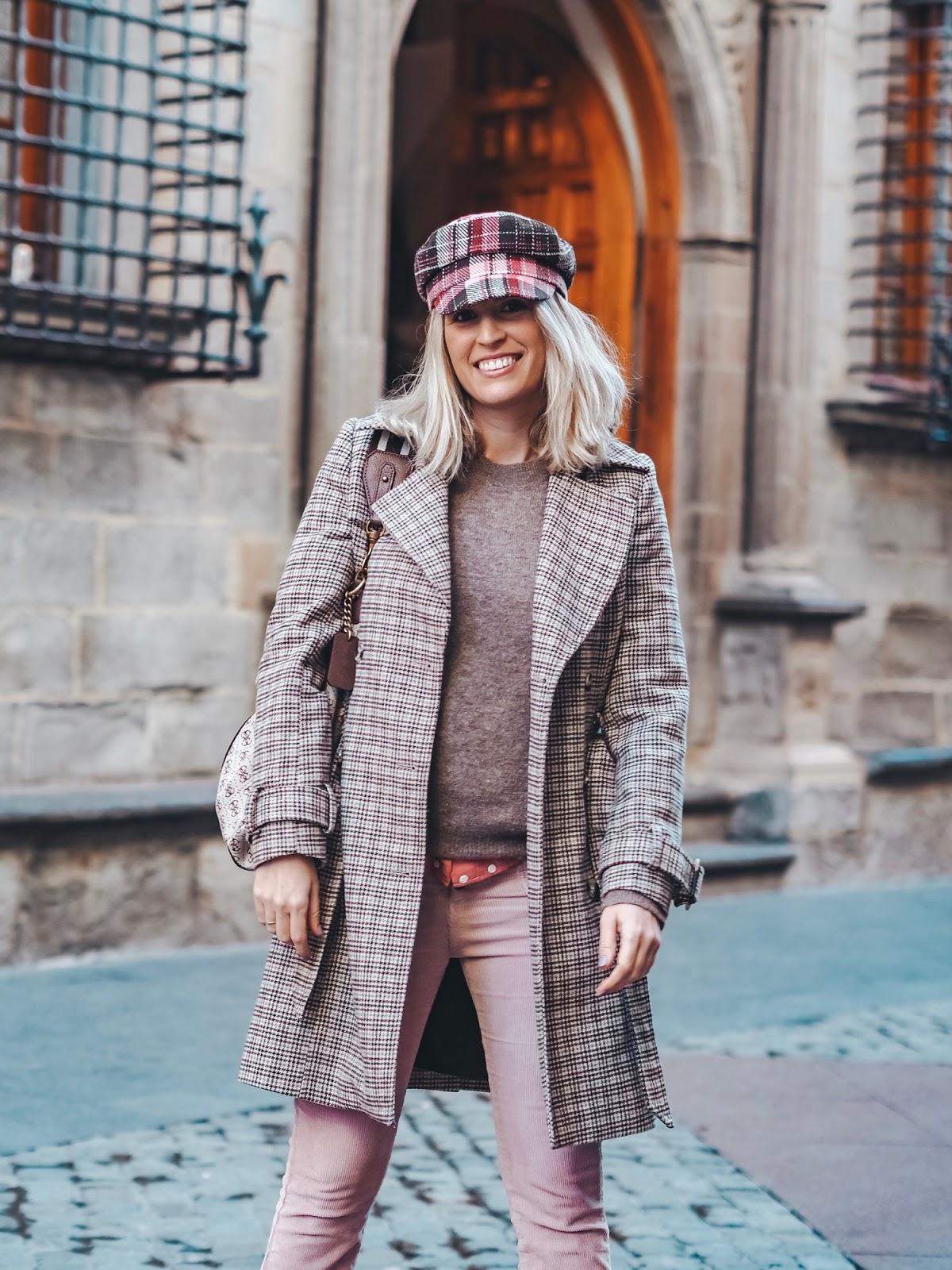 abrigo de cuadros marrón