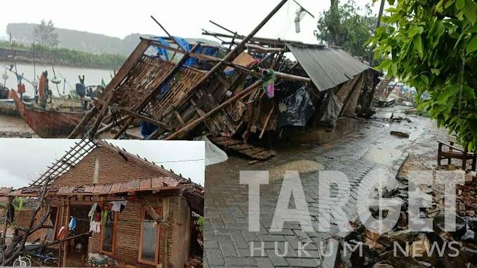 Dua Rumah Roboh dan Hancur Akibat Hujan Deras Disertai Angin Puting Beliung