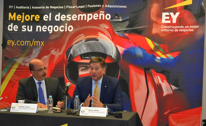 Randall J. Miller, líder de EY y Andrés Lerch, socio de la firma y líder del sector automotriz en México. (Foto: Vanguardia Industrial)