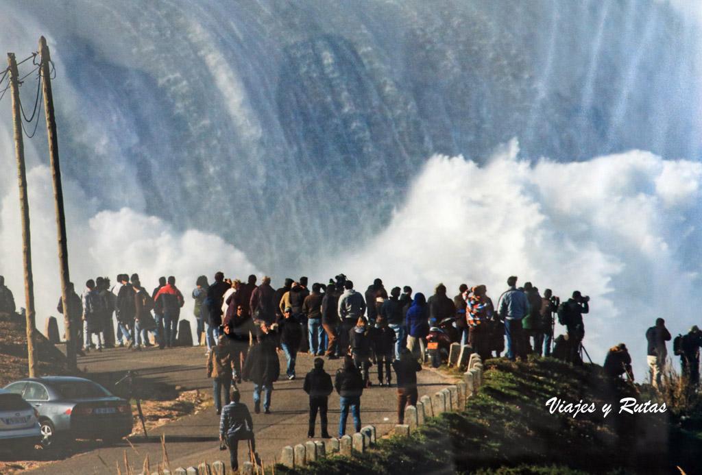 La ola más grande l mundo en Nazaré