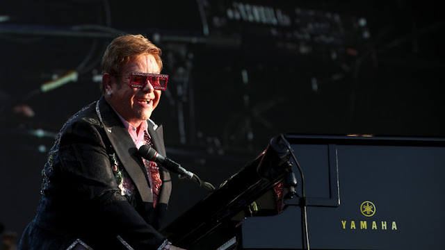 """Elton John tacha a Michael Jackson de """"una persona perturbadora"""" que parecía no """"poder lidiar con la compañía adulta en absoluto"""""""