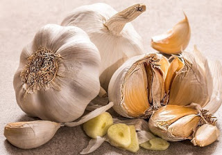 How to get rid of a sore throat fast in a day with Garlic