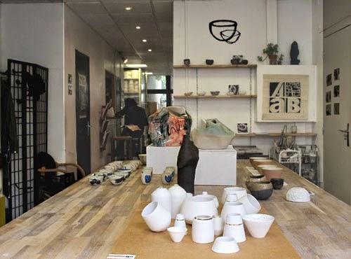 Argilerie atelier de poterie et céramique. Exposition en salle de modelage. 75019