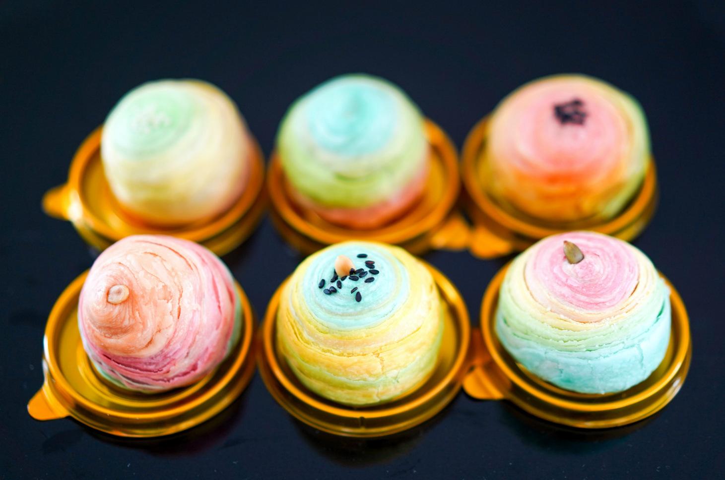 rinzbakes: rainbow mooncakes 2020