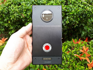Hape RED Hydrogen One Seken 4G LTE RAM 6GB 3D Holographic Camera Video Mulus Normal