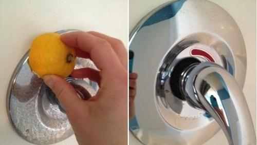 Lemon bermanfaat untuk membersihkan shower dan cermin