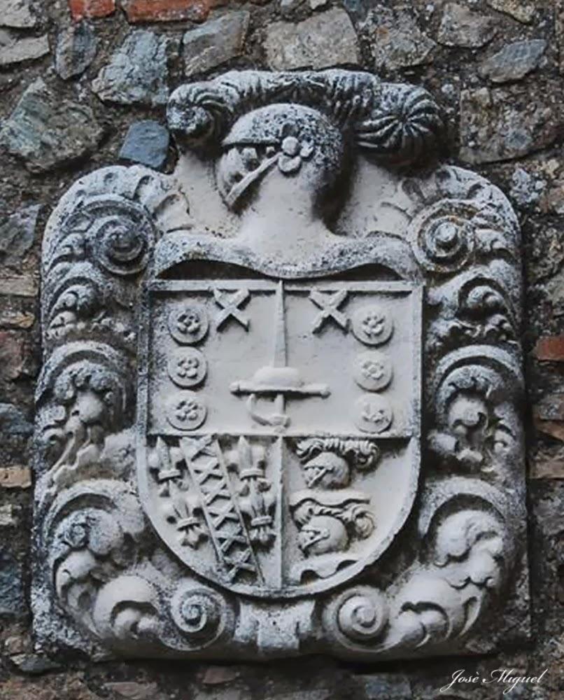 escudo del castillo de cortegana