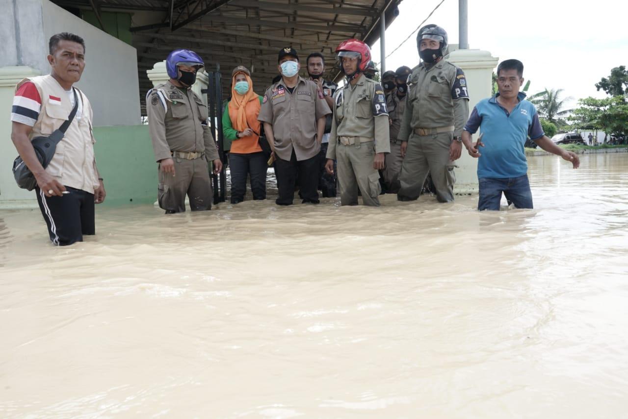 Walikota Tebingtinggi Meninjau Langsung Lokasi Banjir Akibat Luapan Sungai Padang