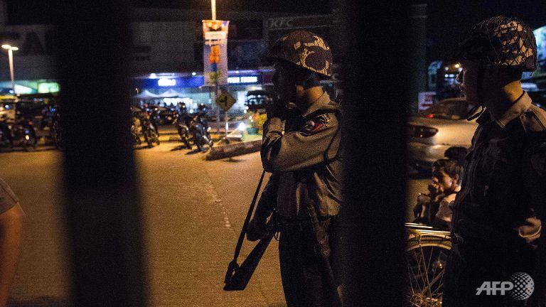 KABOOOM !!! Dikabarkan Tiga Bom Meledak di Ibu Kota Myanmar - Commando