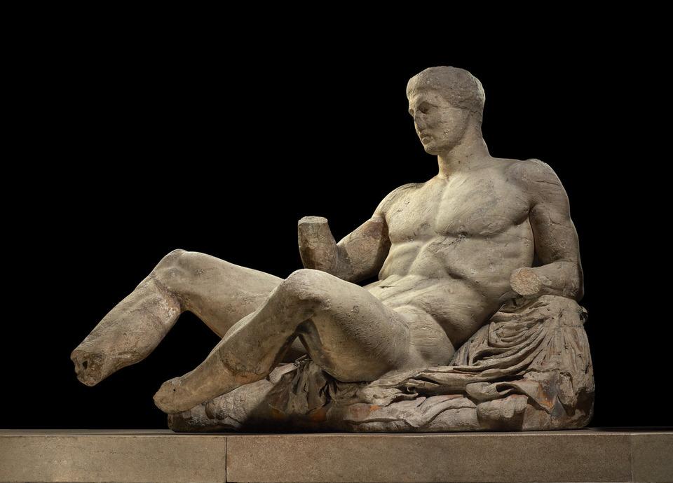Μια φιγούρα ενός γυμνού ανθρώπου, ίσως του Διονύσου. Μαρμάρινο άγαλμα από το ανατολικό αέτωμα του Παρθενώνα. Σχεδιάστηκε από τον Φειδία