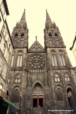 Cathédrale de Clermont-Ferrand en pierre de lave volcanique