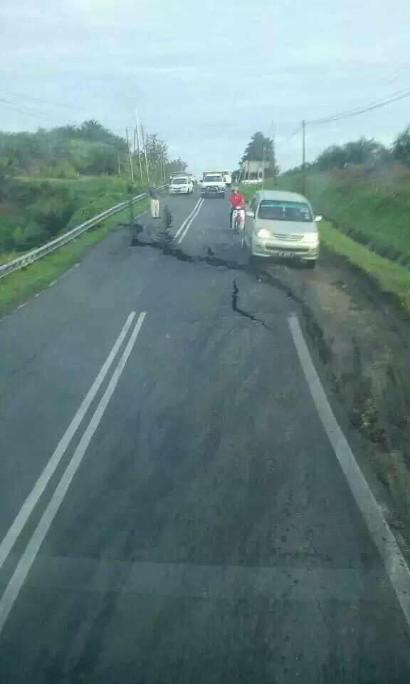 Jalan Terbelah Bukan Kerana Gempa Bumi