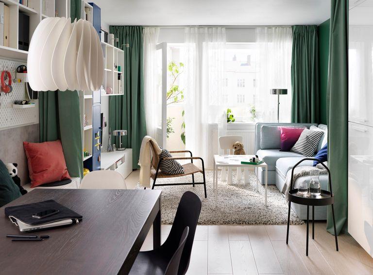 novedad catálogo ikea 2020 the lab home Alemania salón cortinas verde y muebles blancos