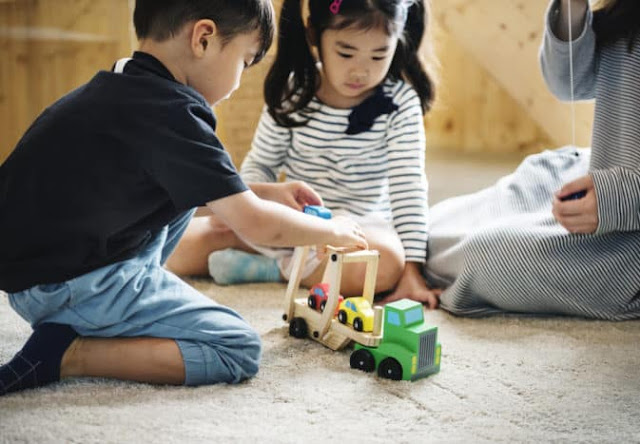 Mengajari anak untuk berinteraksi dengan orang lain