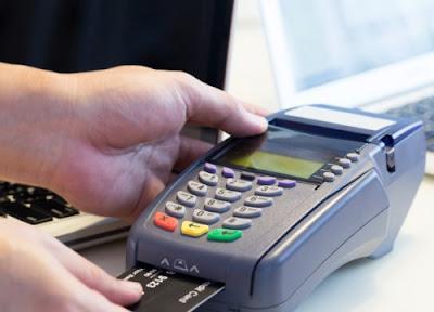 Σε τρία στάδια η υποχρεωτική εγκατάσταση συσκευών POS στους επαγγελματικούς κλάδους