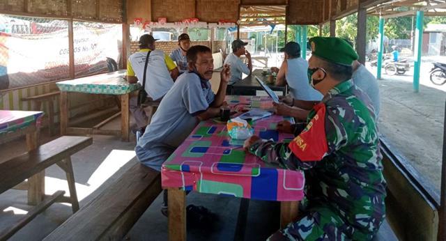 Personel Babinsa Koramil 01/Siantar Utara Jajaran Kodim 0207/Simalungun Sosialisasikan Pentingnya Pakai Masker