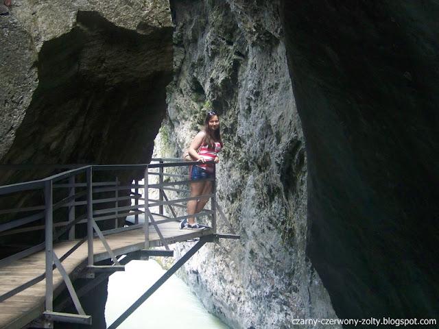 Szwajcaria: Wąwóz w Aareschlucht oraz wodospad Sherlocka Holmesa w Meiringen.