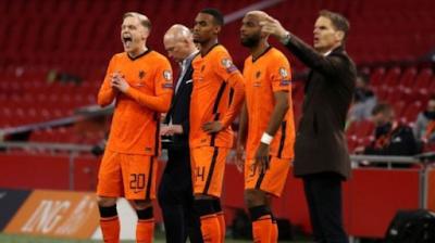 Van de Beek offers himself to Barcelona